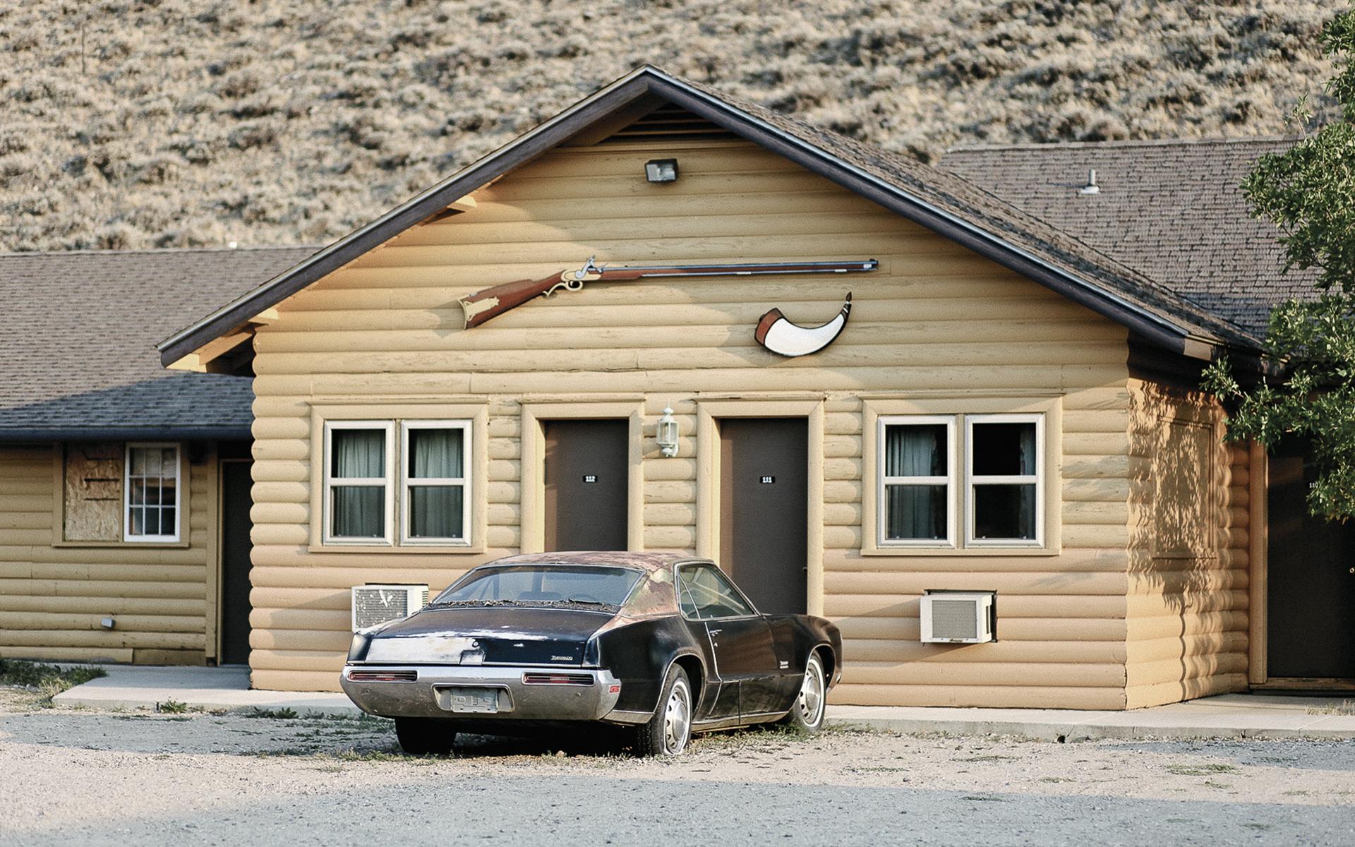 motel-car-3